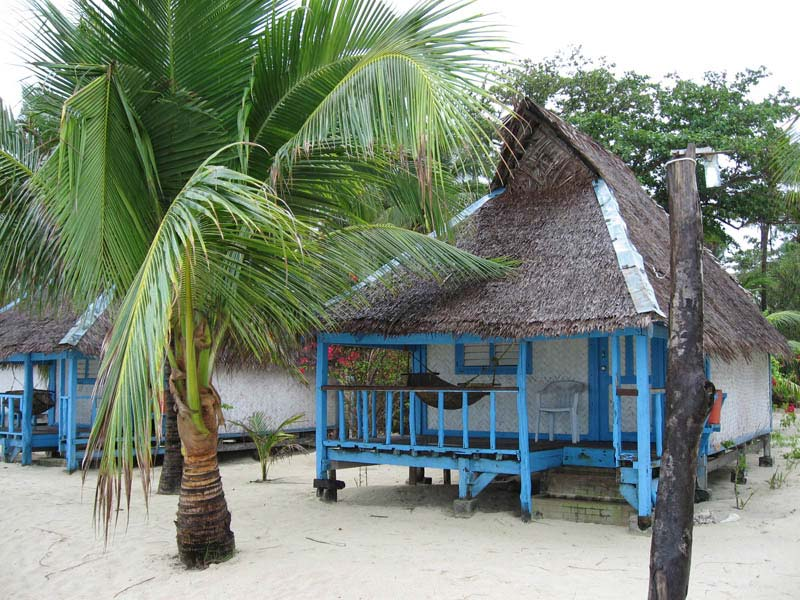 Coco Loco\'s native style cottages accomodations