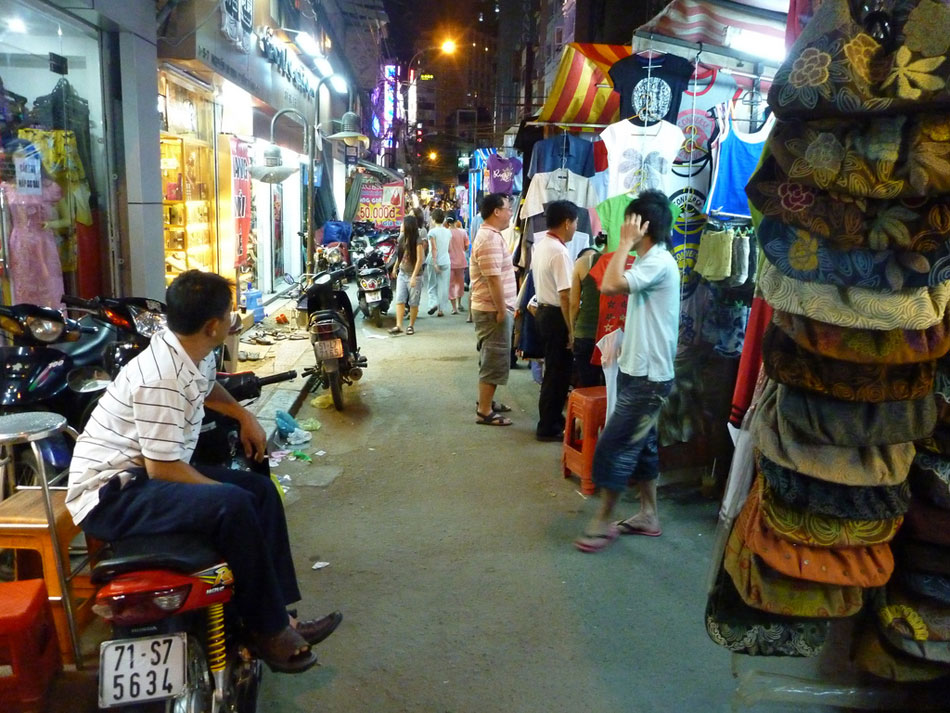Night-Market-Saigon