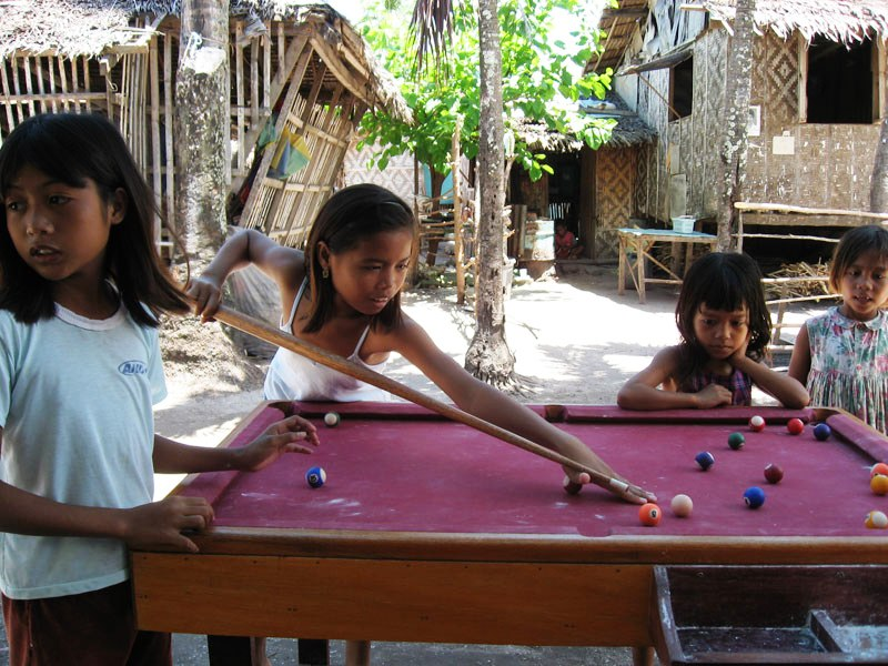 Guimbitayan.kids.playing.pool.in.front.sari-sari.jpg