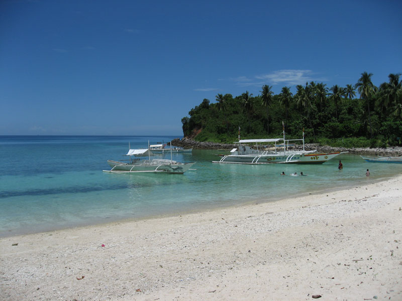 beach.on.the.western.side.of.Guimbitayan.jpg