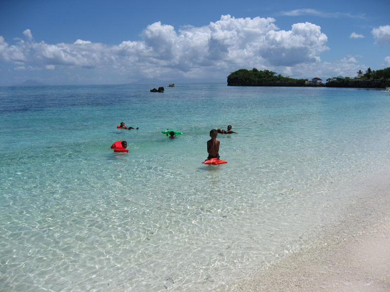 9.Langob.malapascua.kids.playing.in.water.jpg