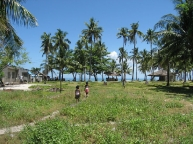 malapascua.mainland.village.near.sea.jpg
