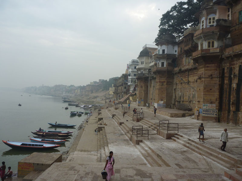 Boats-along-the-ganges