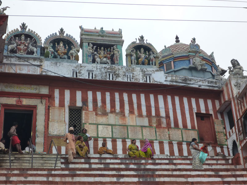 Hindu-temple-along-the-Gang