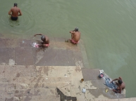 Washing-clothes-in-Ganges