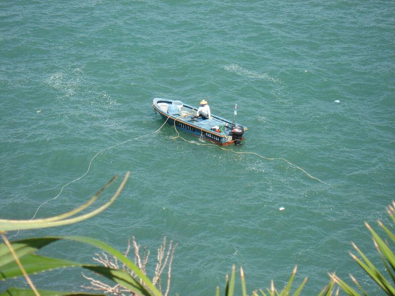 fisherman-on-sampans.jpg