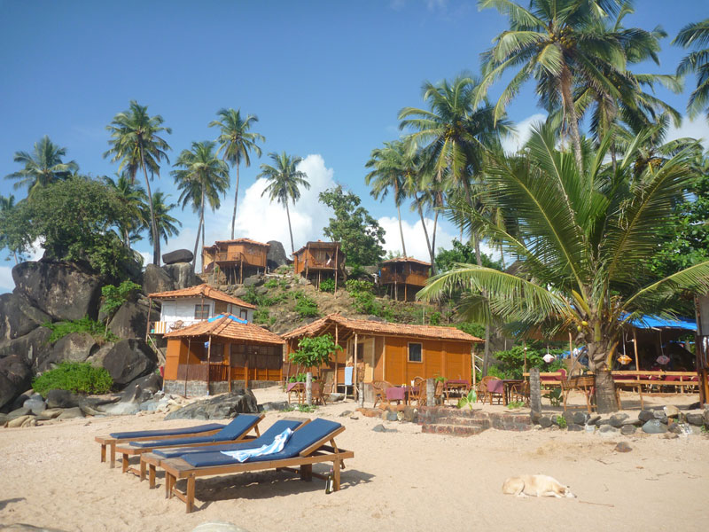 Accomodations on Colomb Beach