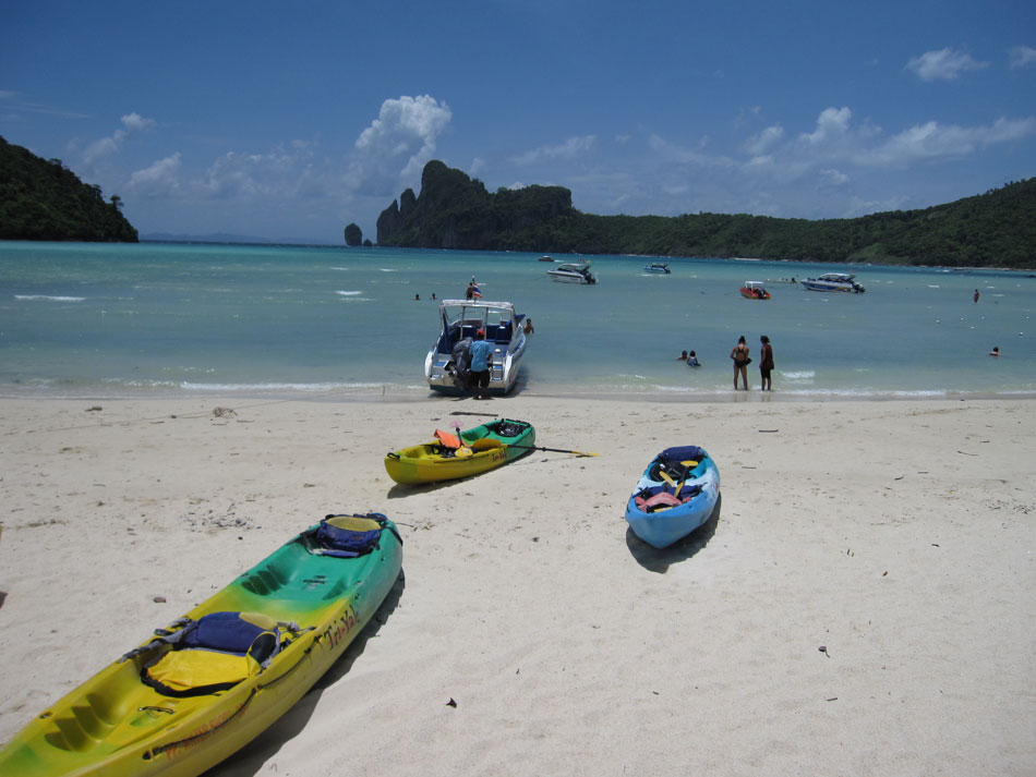 kayaks-on-Ao-Ton-Sai