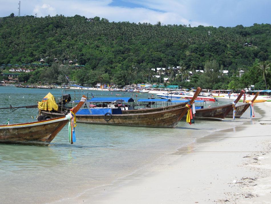 long-tail-boats-on-Ao-Loh-D