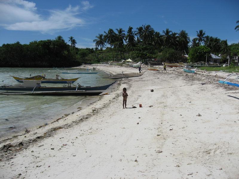 3.bakhaw.malapascua.kid.by.the.beach.jpg