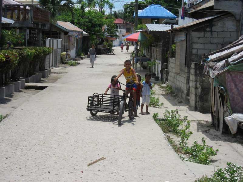 logon.kid.tricycle.malapascua.jpg