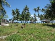 malapascua.mainland.village.near.sea.jpg