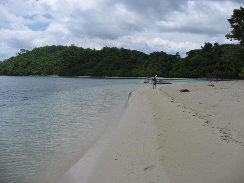 Beach in Pagdanan Bay