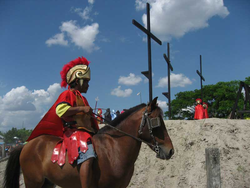 The reenactment of the Vin Crucis includes Filipino Roman soldiers on horses