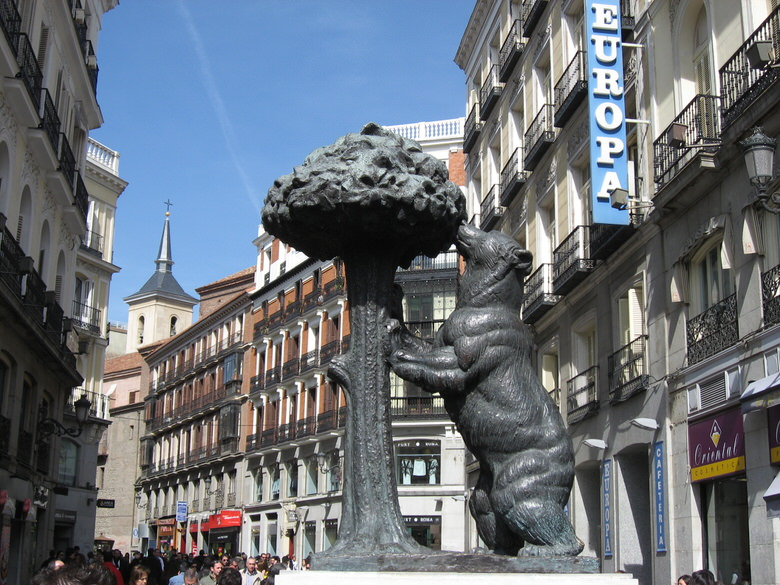 The bear and the Strawberry Tree at Puerta del Sol
