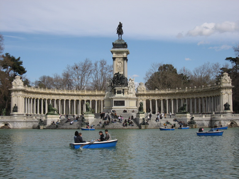 Parque Del Retiro's boating lake in front of the Monument to Alfonso XII.