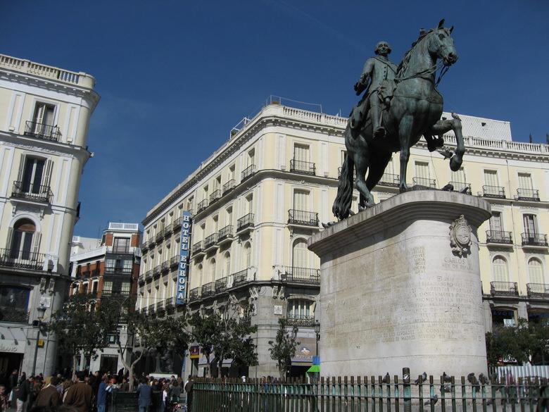 King Carlos III's statue again at Puerta del Sol