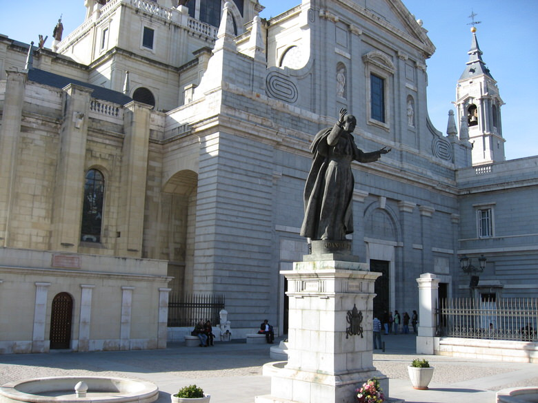 Catedral de la Almudena closeup