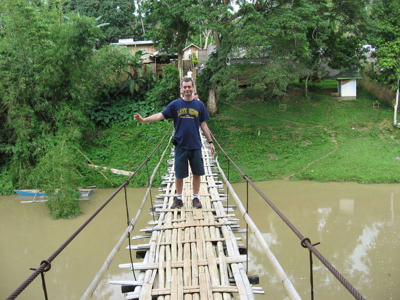 Me at the hanging bridge over the Sipatan river (with as I noticed later by zooming in two Filipinos nicely posing in the back)