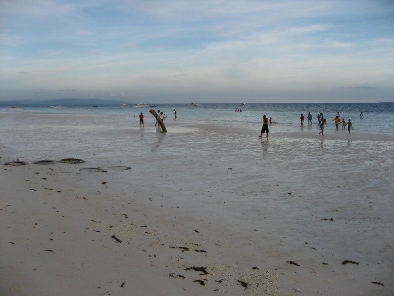Filipinos playing on the beach of Panglao island