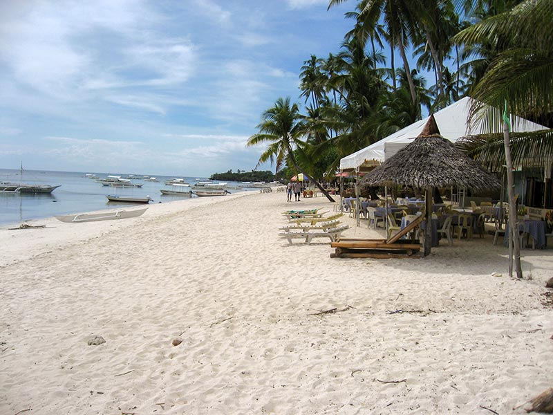 Panglao 2 km long beach
